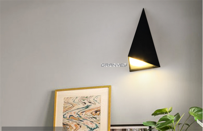 9W Triangle Waterproof LED Wall Mounted Light For Interior Exterior Usage