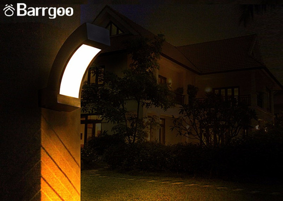 China Decorative Vertical 10W Waterproof LED Outdoor Wall Lights For Garden Using supplier